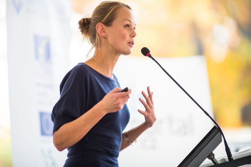 Körpersprache bei Präsentationen Titelbild